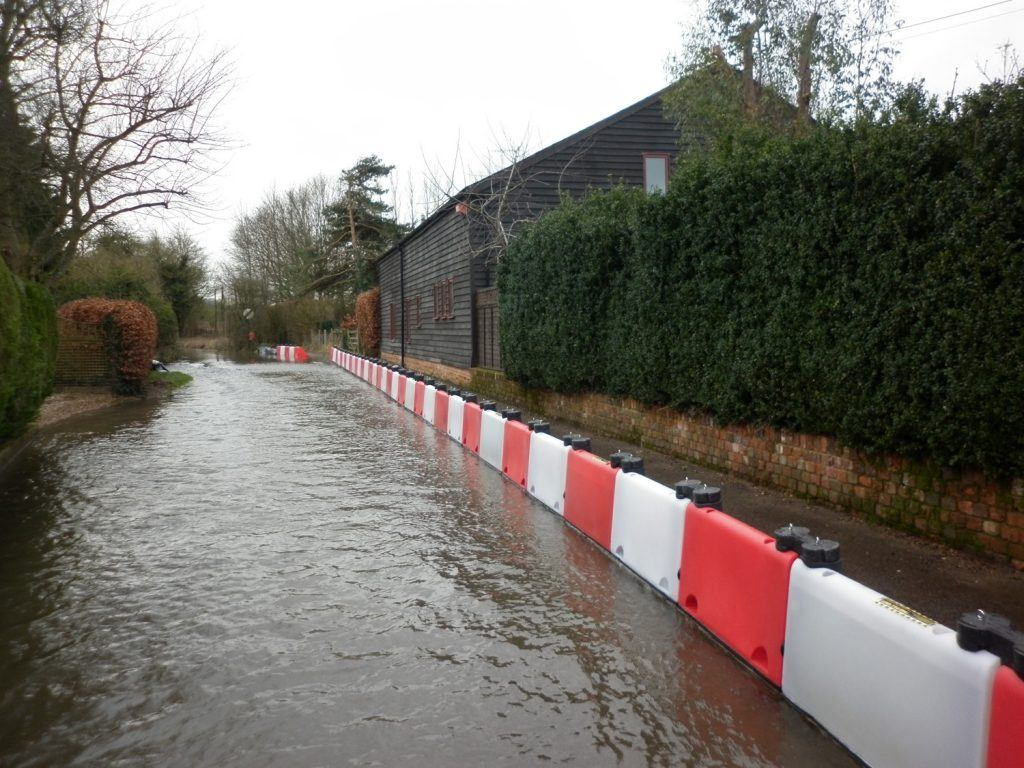 Barham flood defence deployment 2 lr